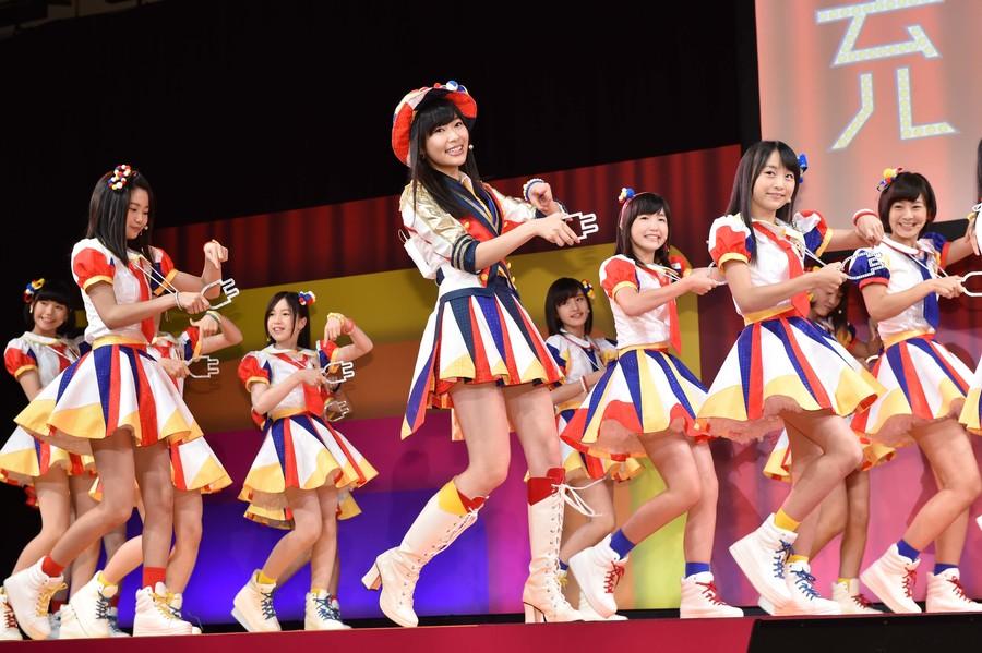 トヨタ プリウスPHVの新CMにAKB48 Team 8出演中